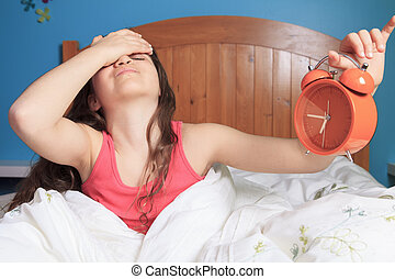Chica infeliz despertando