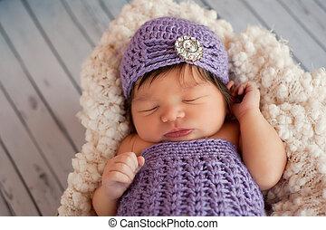 Chica recién nacida con un alerón