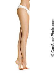 Chica sexy muestra piernas delgadas