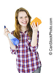 Chica sonriente con suministros de limpieza