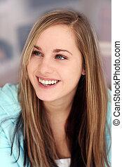 Chica sonriente feliz