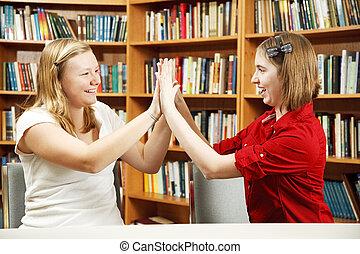 Chicas adolescentes de cinco