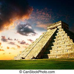 Chichen itza mayan pirámide