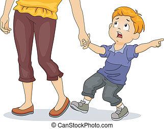 Chico tirando de la mano de su madre