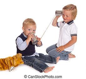 Chicos al teléfono