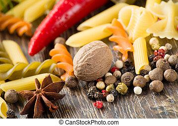 Chilli, hierbas, pasta italiana y especias