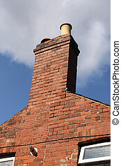 Chimney de la vieja casa de ladrillos