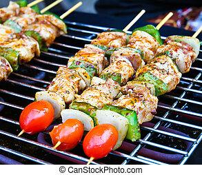 chisporroteo, barbacoa, vegetales, palos, carne