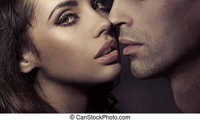 Cierra el retrato de una pareja amorosa