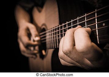Cierra las manos con las cuerdas de una guitarra