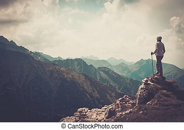 cima, mujer, excursionista, montaña