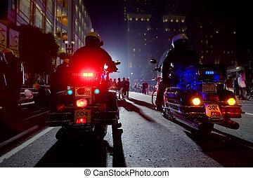 city., motocicletas, oficiales, dos, noche, policía