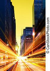 Ciudad urbana moderna a la noche