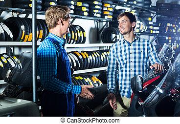 cliente, moto, mecánico, sobre, hablar