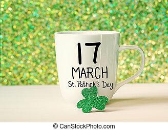 Clover verde con taza blanca