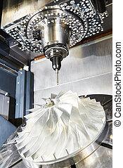 CNC metal trabajando en el centro de maquinación con herramienta de cortador