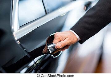 coche, primer plano, handle., apertura, hombre, puerta, formalwear, mano