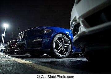 coche, seguro, estacionamiento, durante la noche