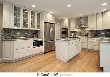 Cocina con armarios de colores claros