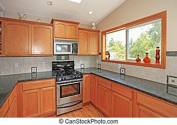 Cocina con gabinetes de cereza