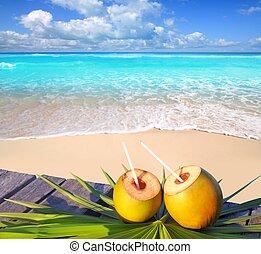 Coctel de cocos de playa del Caribe