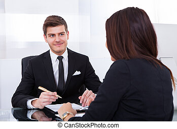 Colegas de negocios en reunión