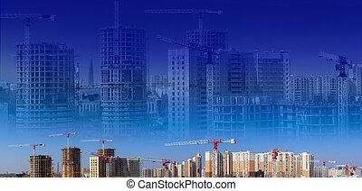Collage de grandes obras de construcción incluyendo varias grúas trabajando en un complejo de construcción, trabajadores, equipo de construcción, herramientas y equipo, camiones y cielo azul con siluetas de casas y grúas son como fondo.