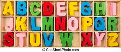 Coloridas letras de alfabeto de madera