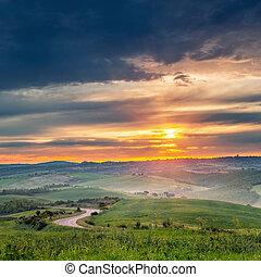 Colorido paisaje de toscana al amanecer