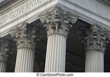 Columnas corinthianas en un edificio del gobierno