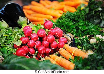Comida orgánica fresca en el mercado