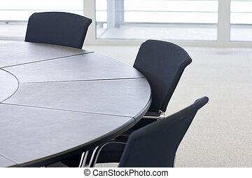 Compañía en la mesa