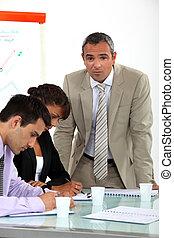 Compañeros de negocios en una formación profesional