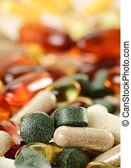 Composición con cápsulas de suplementos dietéticos y pastillas. Spirul