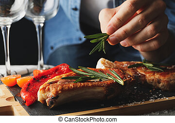 composición, romero, pone, persona, steak., asado parrilla, alimento
