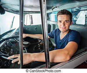confiado, firetruck, conducción, bombero