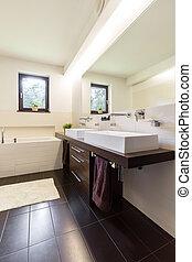 Confortable y simple diseño de baño