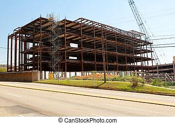 Construcción de cuadros de acero en una ciudad