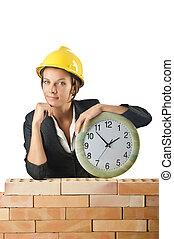 Constructor femenino y reloj de blanco