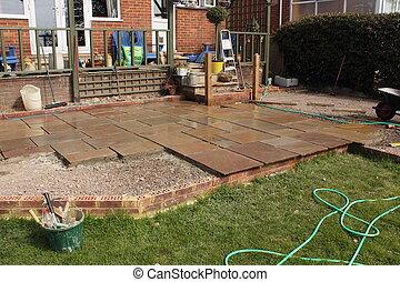 Construyendo un patio de piedra natural