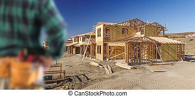 contratista, nuevo, frente, encuadrado, casa, sitio, madera, construcción