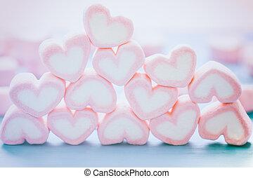 Corazón rosa malvavisco para el tema del amor y el concepto de Valentine. Un montón de corazón. Corazón rosa romántico color pastel. La inscripción del amor de la comida dulce. Dulces antecedentes festivos
