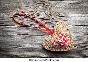 Corazón sobre fondo de madera
