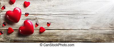 Corazones rojos enamorados de madera vintage