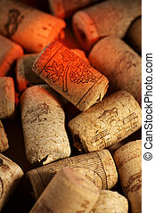 Corchos de vino con reflejos de vino