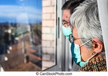 coronavirus, máscaras, cara, 3º edad, estancia, social, lifestyle., pareja, lockdown, personas., concepto, distancing., cuarentena, anciano, por, hogar, protector, mirar, ventana., jubilado