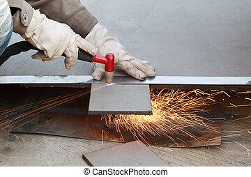 Cortando la placa de acero
