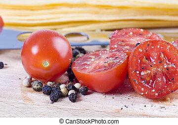 Cortar tomate con especias