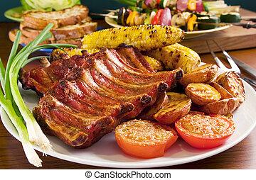 Costillas de cerdo asadas y verduras