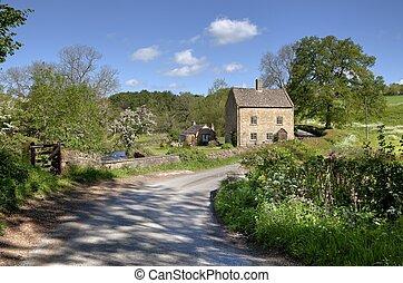 Cotswold cabaña junto a un río, Inglaterra